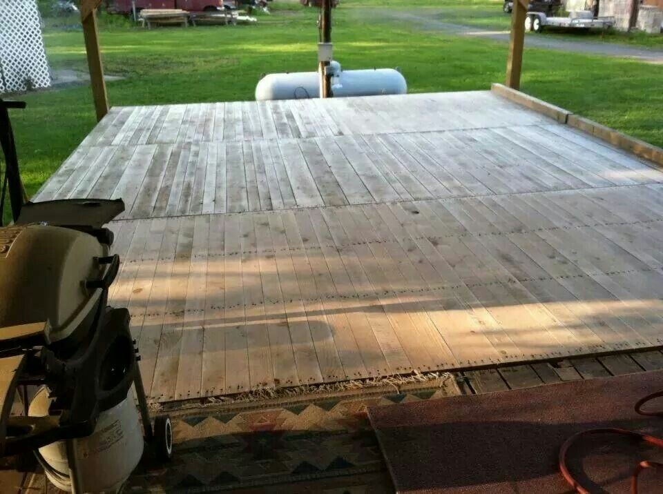 Whole Deck Made Out Of 7 30 Ft Wood Pallets Genius Sister And