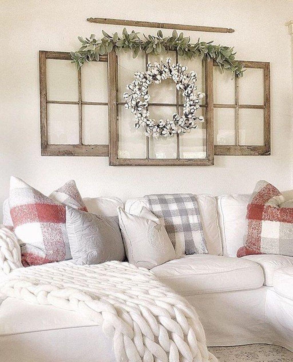 30  Cheap And Lovely Farmhouse Living Room Decor With Christmas Ideas #christmasdecorideasforlivingroom