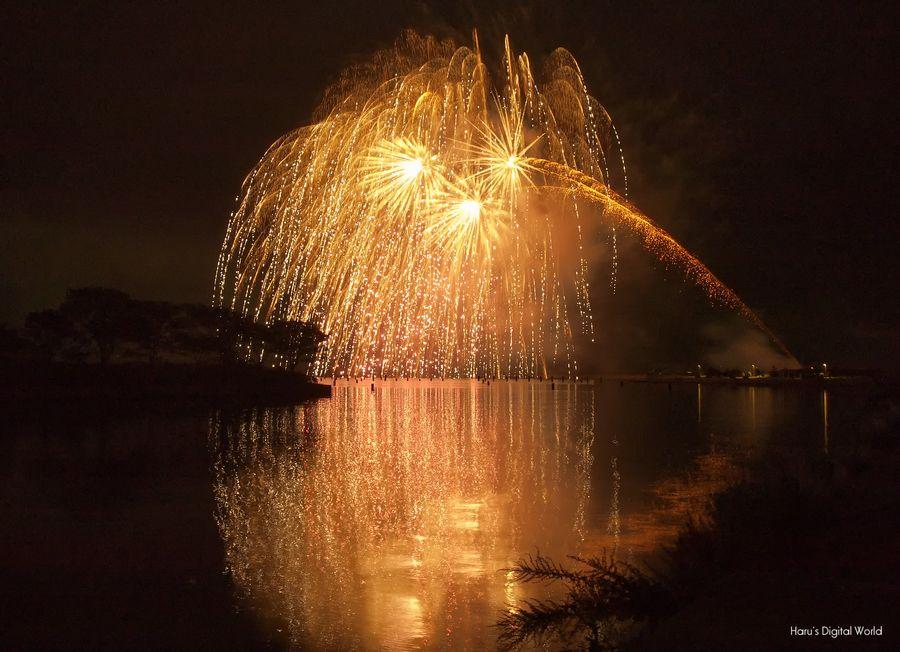 """500px / Photo """"Reflection of fireworks"""" by Haru Jm7kiv"""