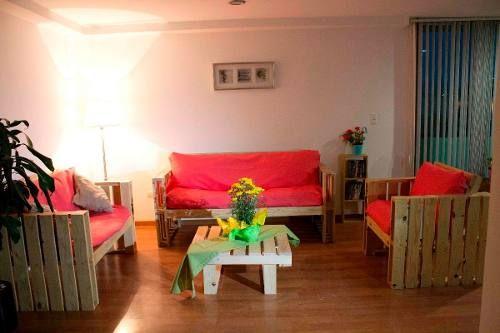 Muebles de madera reciclada tarima palet mesa sala for Muebles de living
