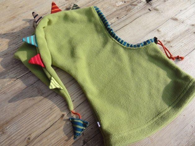 Mützen - Fleecezipfelmütze, grüner Drache - ein Designerstück von joerle-moden bei DaWanda