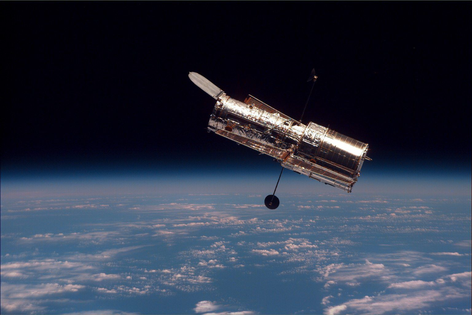 Hubble Deep Field: A foto que mudou a Astronomia - http://www.showmetech.com.br/hubble-deep-field-a-foto-que-mudou-a-astronomia/