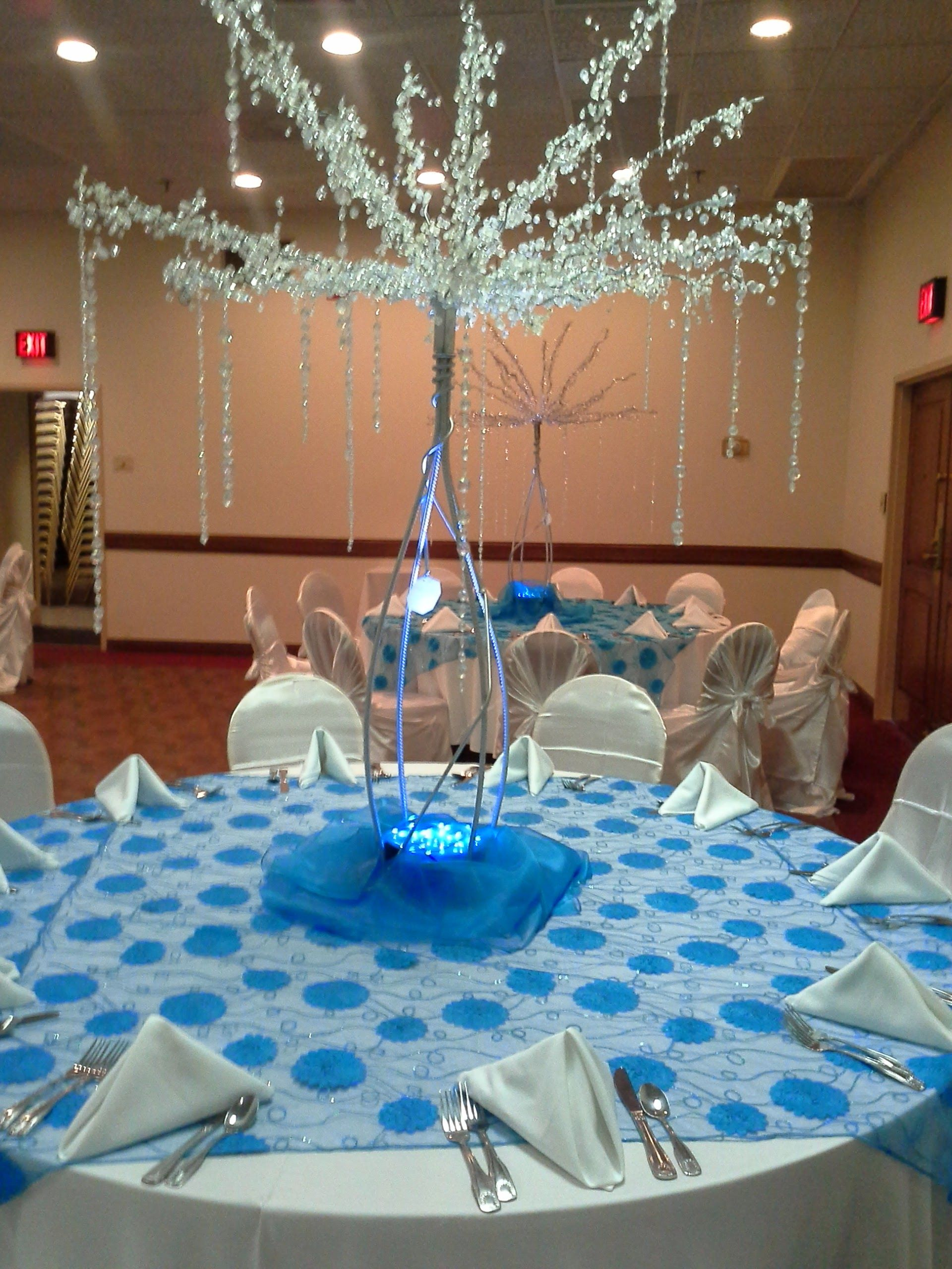 Decoraciones con color azul acua centro de mesa rbol de for Decoracion con piedras