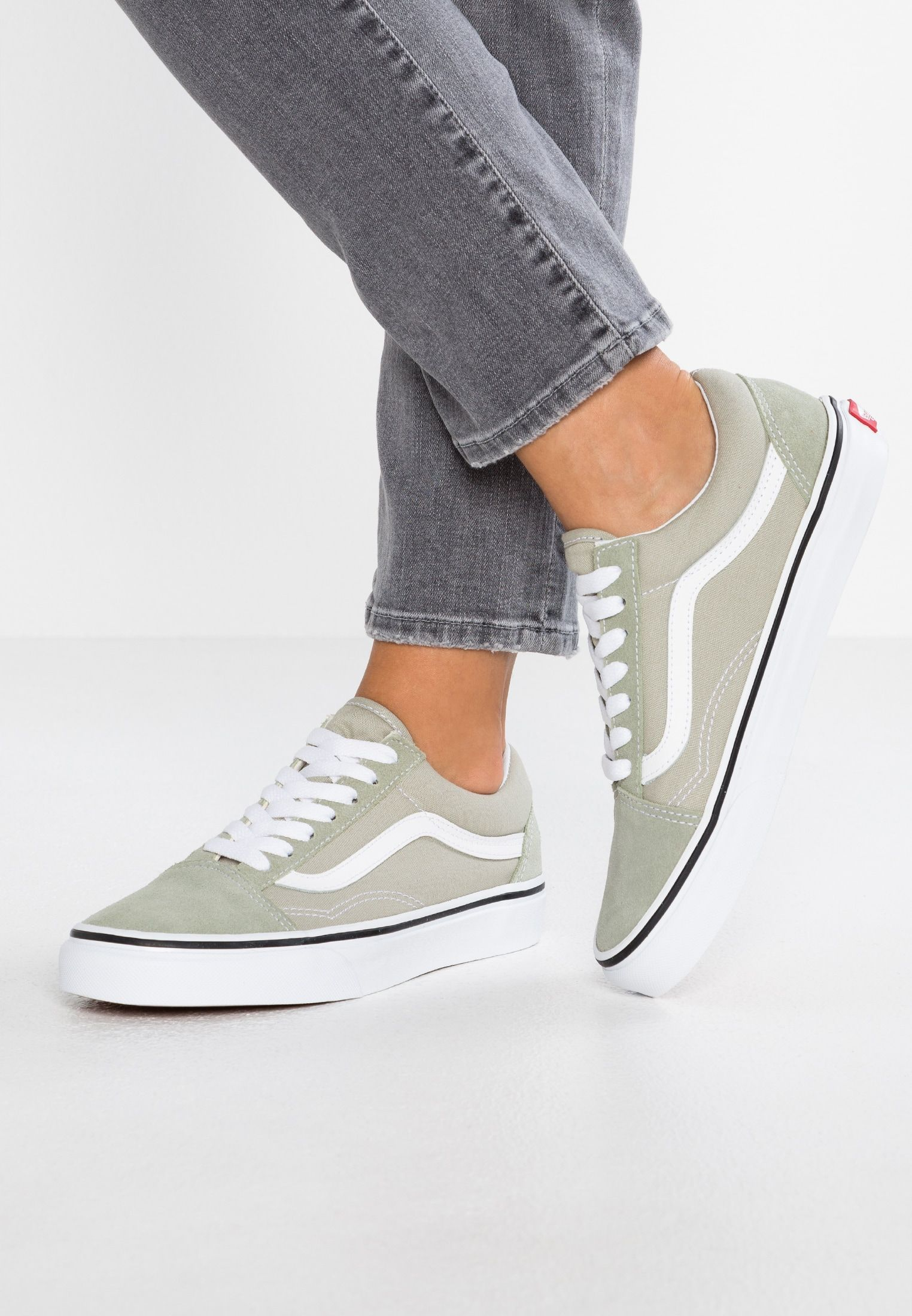 249485950e OLD SKOOL - Sneaker low - desert sage true white   Zalando.de 🛒 in ...