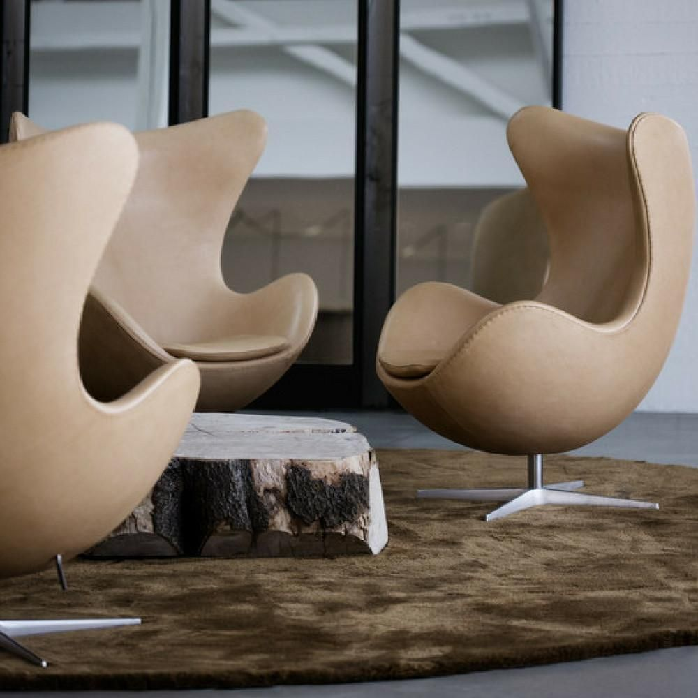 Fritz Hansen Egg Chairs In Natural Leather In Lobby With Natural Wood Coffee Table Product Design Mobel Stuhle Design