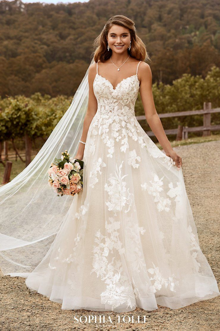 Boho Floral Wedding Dress In 2020 Spaghetti Strap Wedding Dress Wedding Dresses Lace Wedding Dresses With Straps