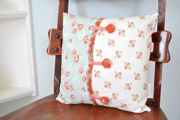 Button Pillowcase    <3 must do for living room pillows!