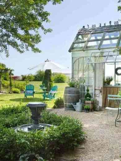 Awesome Backyard Garden Escape In Indiana The Chic Shed 소형 농가 주택 Garden Nook She Sheds 및 Garden