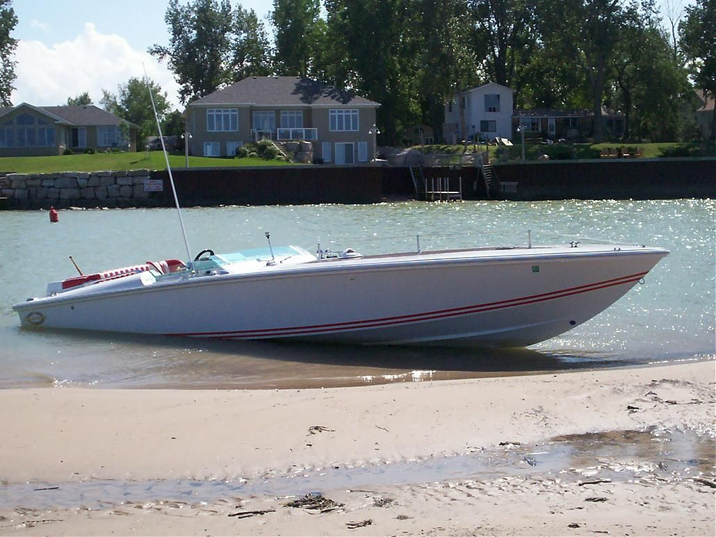 Magnum 27 Sport. This is a Sport Boat