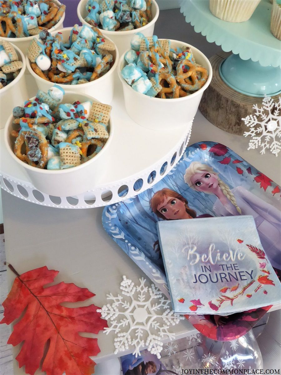Disney Frozen 2 Themed Party & White Treat Cups #disneycups Are you throwing a Disney Frozen or winter themed party? These white treat cups from www.shopsweetsandtreats.com would be just perfect! (affiliate link)  Treat Cups: @shopsweetsandtreats #ad #treatcups #frozen2 #disneyfrozen #anaandelsa #kidsparty #snacks #partyideas #partyplanning #desserttable #disneycups