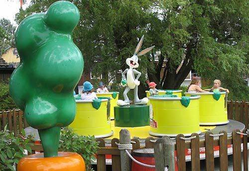 Darien Lake S Kiddie Tea Cups Cans Ride With Bugs Bunny Darien Lake Roller Coaster Six Flags