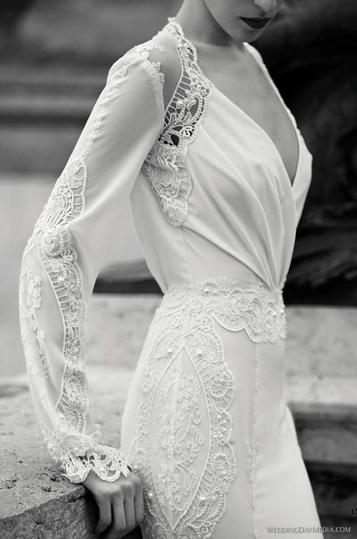 Long Sleeve Wedding Dress This is so pretty! I don\'t know about the ...