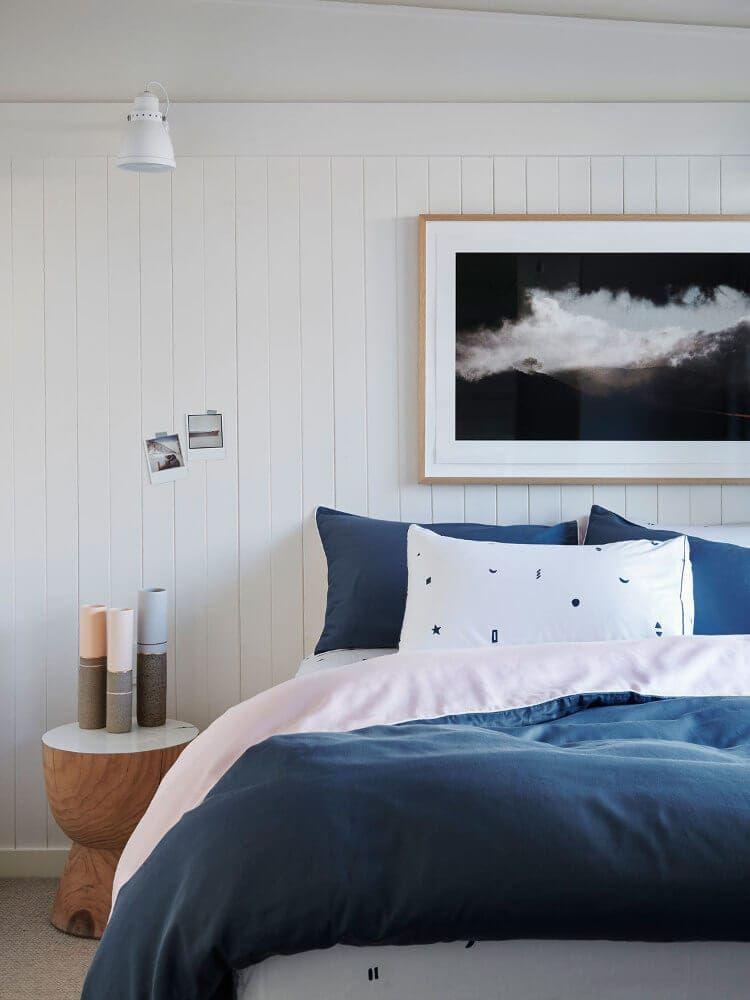 Bedroom Creator Online: 12 Bedside Tables Without Drawers For Minimal Bedroom