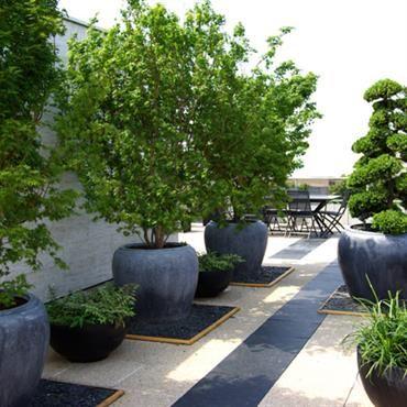 Jardin Terrasse Avec Pots En Pierres Noires | Jardin | Pinterest