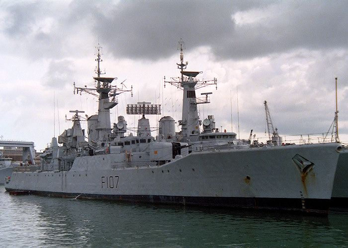 Pin By Marcos On Navios Antigos Royal Navy Ships Navy Day Navy Ships