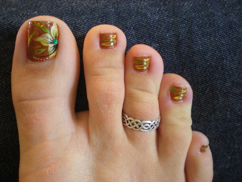 Festive Fall Toes September 2010 Fall Toe Nails Toenail Art Designs Fall Pedicure Designs
