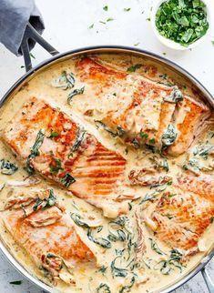Rezept für Lachs in cremiger Sahnesauce mit Spinat, getrockneten Tomaten und Knoblauch #stockbrotrezept