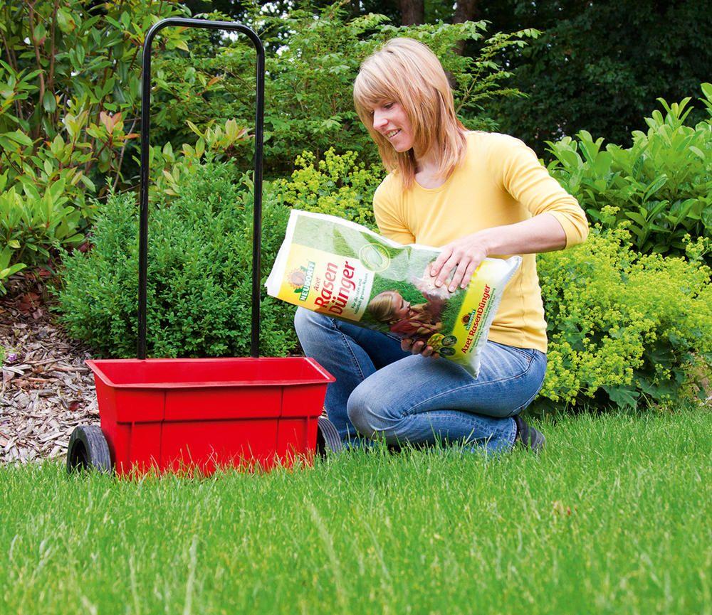 Mit Einem Organischen Rasendunger Wie Zum Beispiel Dem Azet Rasendunger Von Neudorff Wird Die Grasnarbe Besonders Dicht Rasen Garten Rasen Dungen