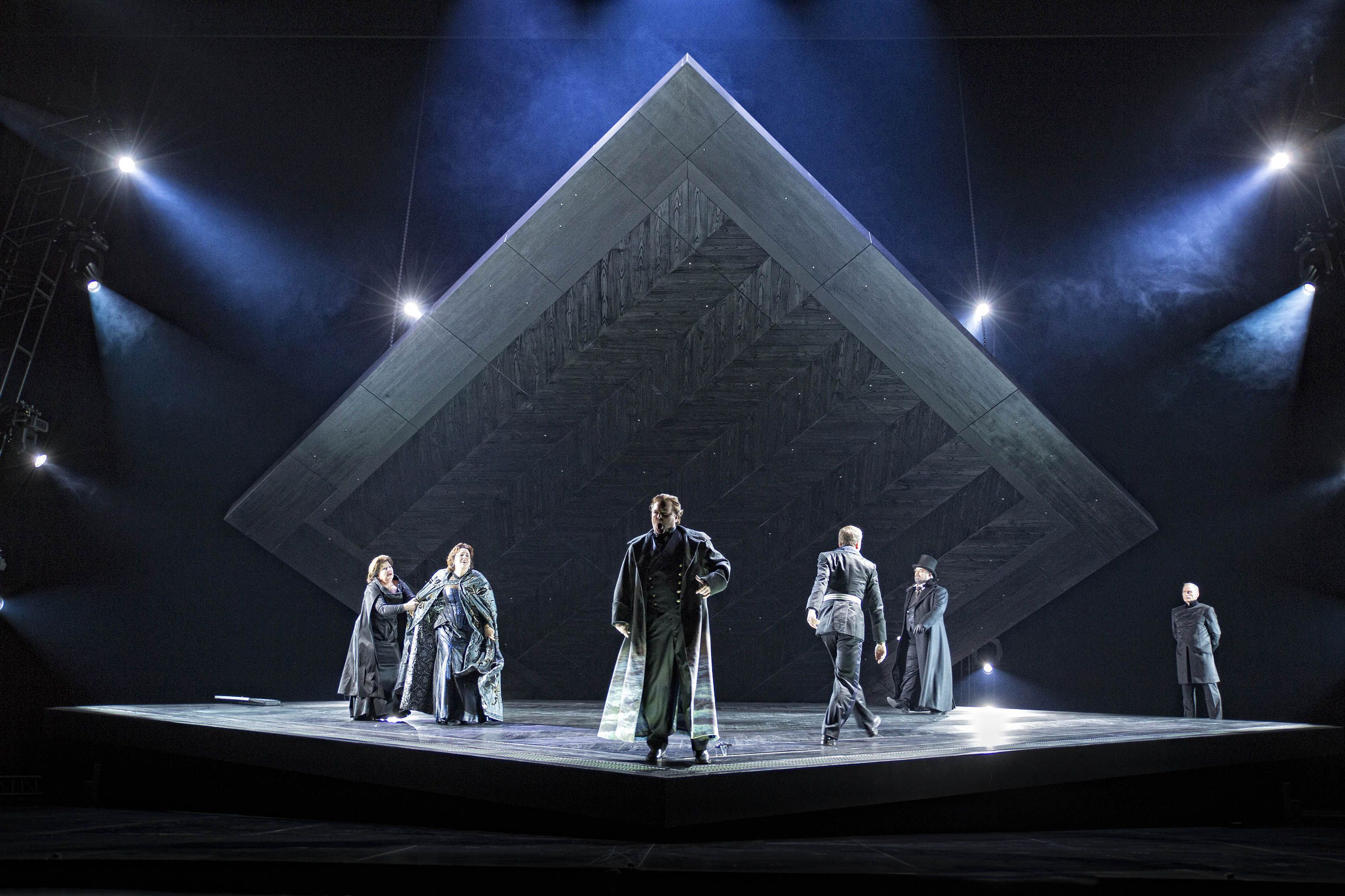 Tristan und Isolde from Nationale Reisopera. Production by Jakob Peters-Messer. Sets by Guido Petzold.