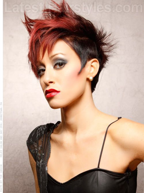 Short Rocker Hairstyle With Red Highlights Hair Pinterest