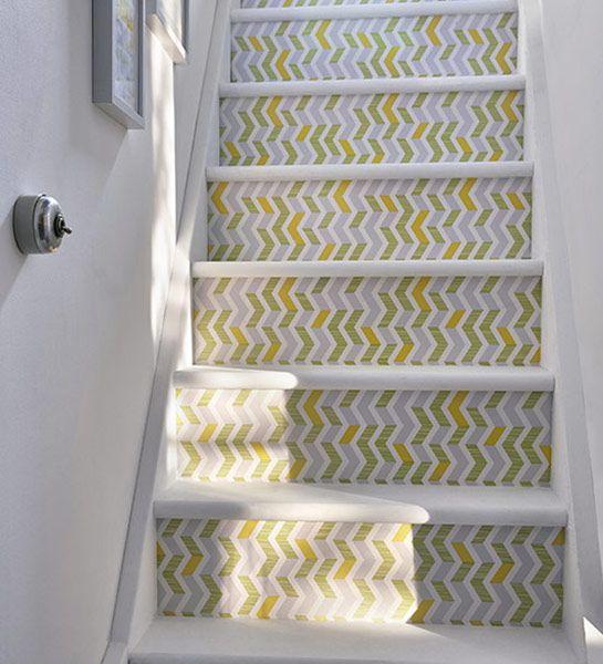 Des escaliers haut en couleur et en motif avec notre - Deco avec papier peint ...
