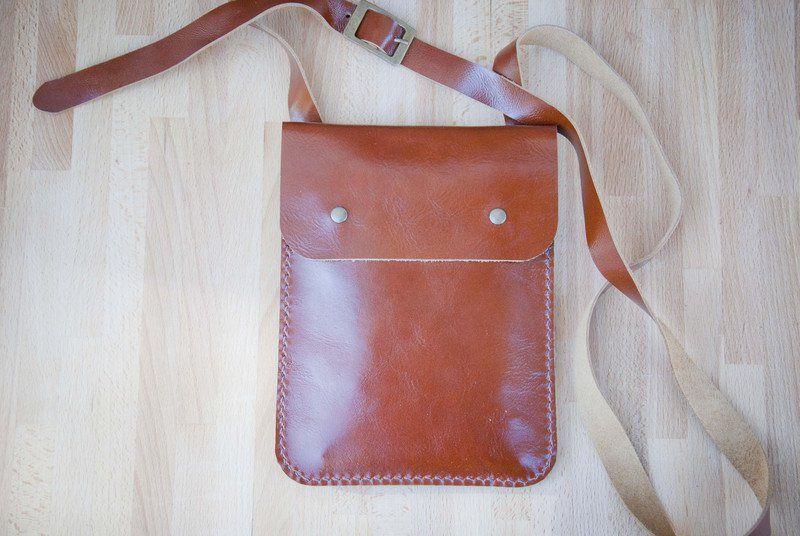 Brieftaschen Brustbeutel Aus Leder Handgemacht Ideal Zum Reisen Ein Designerstuck Von Pinbaordasia Bei Dawanda Brustbeutel Beutel Brieftasche