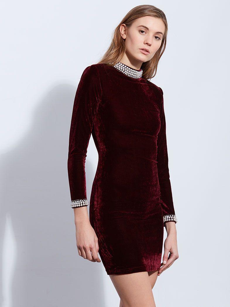 7300a4d84d6d Αυτό είναι το πιο hot βελούδινο φόρεμα της αγοράς! Eυκαιρία να σαγηνεύσεις  τους πάντες!