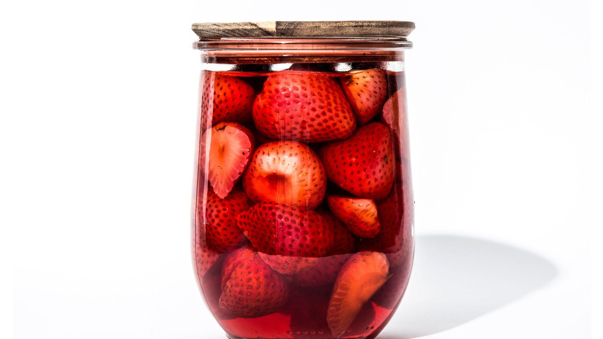 Quick Pickled Strawberries Recette Appetit Bon Appetit Et Recette