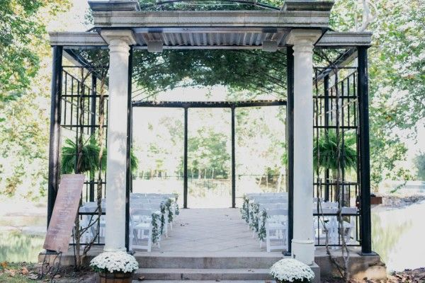 Effortlessly Elegant Missouri Wedding At The Lalumondiere