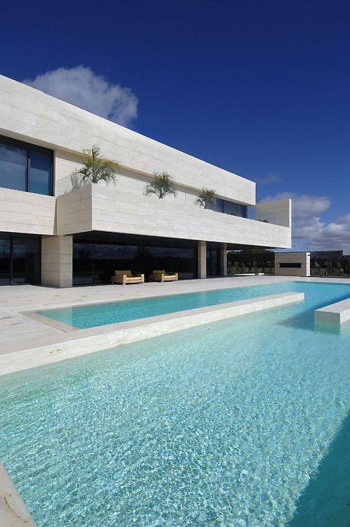 Pin by jordan leaann on arquitectura casas for Casa de lujo minimalista y espectacular con piscina por a cero