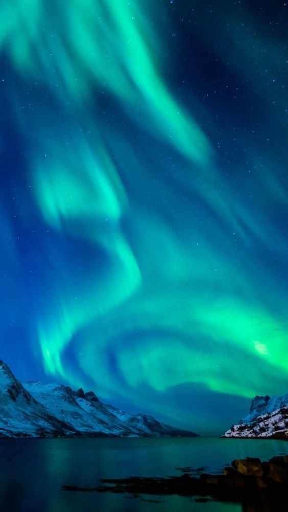 Pin by Analise on Northern & Southern Lights | Northern lights wallpaper, Aurora borealis, Northern lights