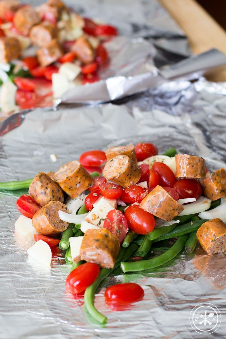 These Italian sausage and veggies foil packets can be made