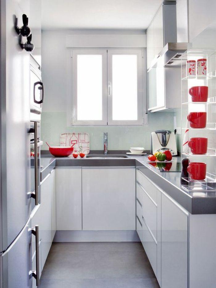 cuisine en longueur, amenagement petite cuisine avec des meubles en