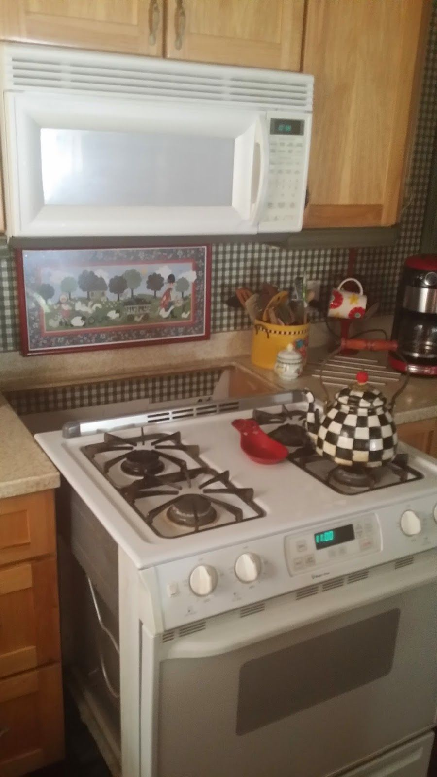 Marcia's Cottage : ThE TaLe Of DeSpErEaUx...and A KiTcHeN ...