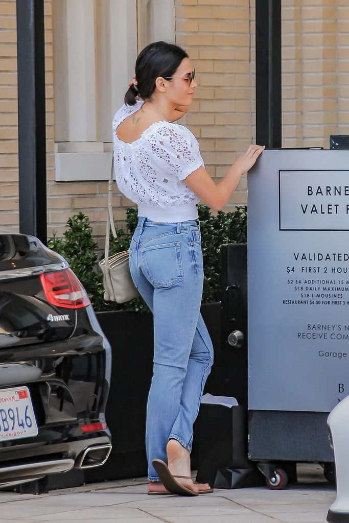 10 Outfit Ideas to Steal From the Stars This Week | Jenna Dewan-Tatum's Classic Blue Jeans and White Spring Shirt