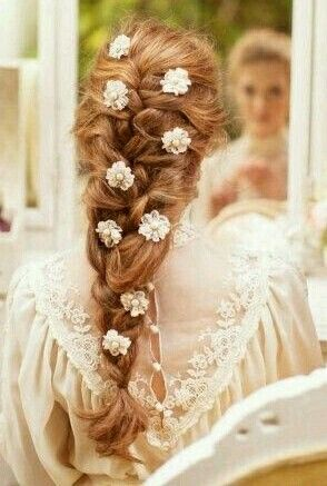 Fairytale Princess Hairstyle I Love The Touch Of Flowers In The Hair Fairy Hair Medieval Hairstyles Flowers In Hair