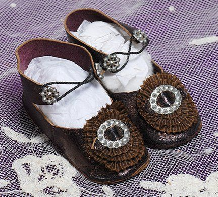 Shoe buckles and 2 buttons for antique bisque french german doll LITTLE sizes