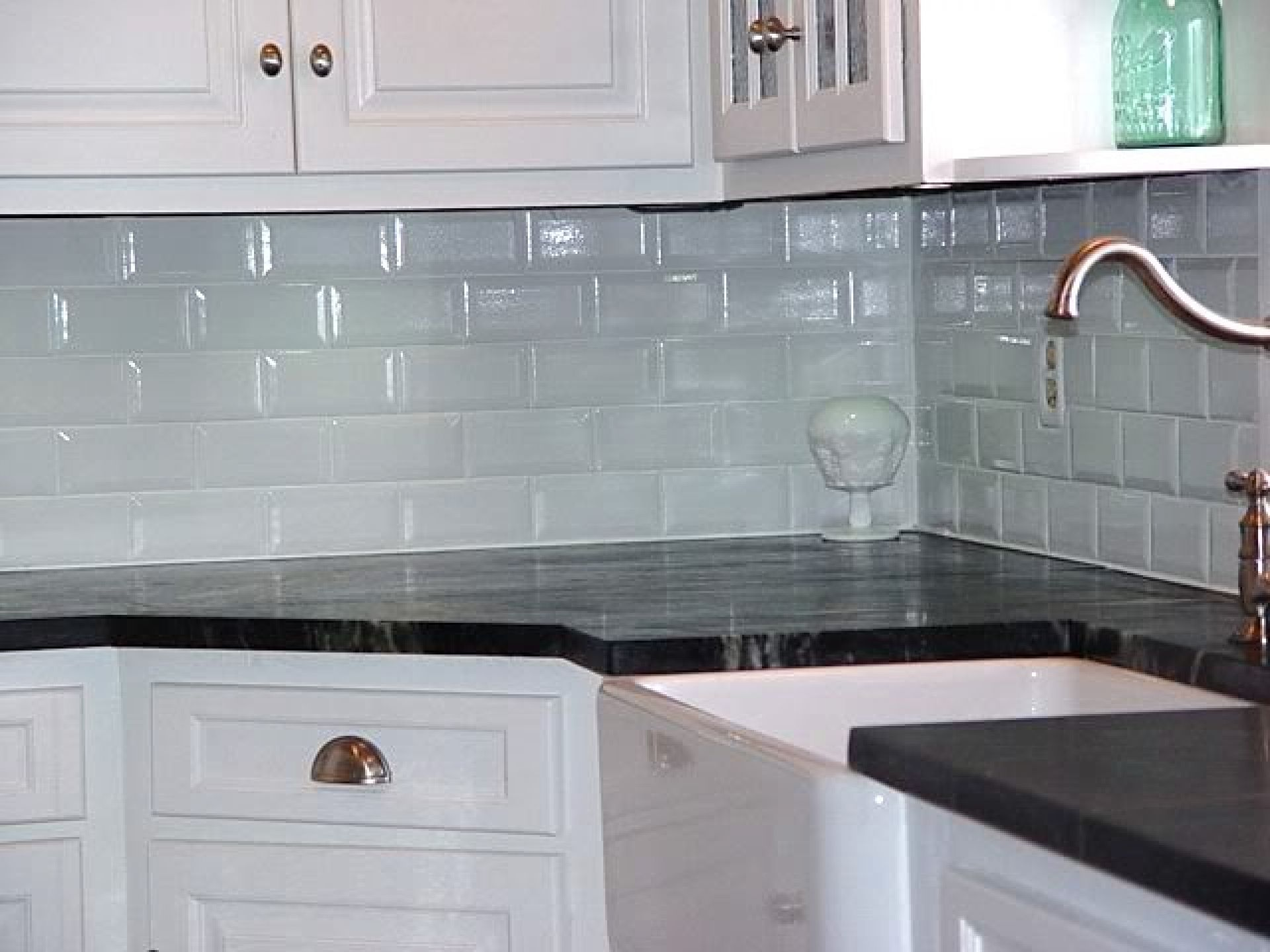 White glosssy subway tiles backsplash kitchen for small l spahed kitchen design with granite top - Best white tile backsplash kitchen ...