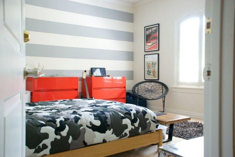 wand-streifen-schlafzimmer-junge-horizontal-grau-weiss-rote - wandgestaltung mit farbe streifen schlafzimmer