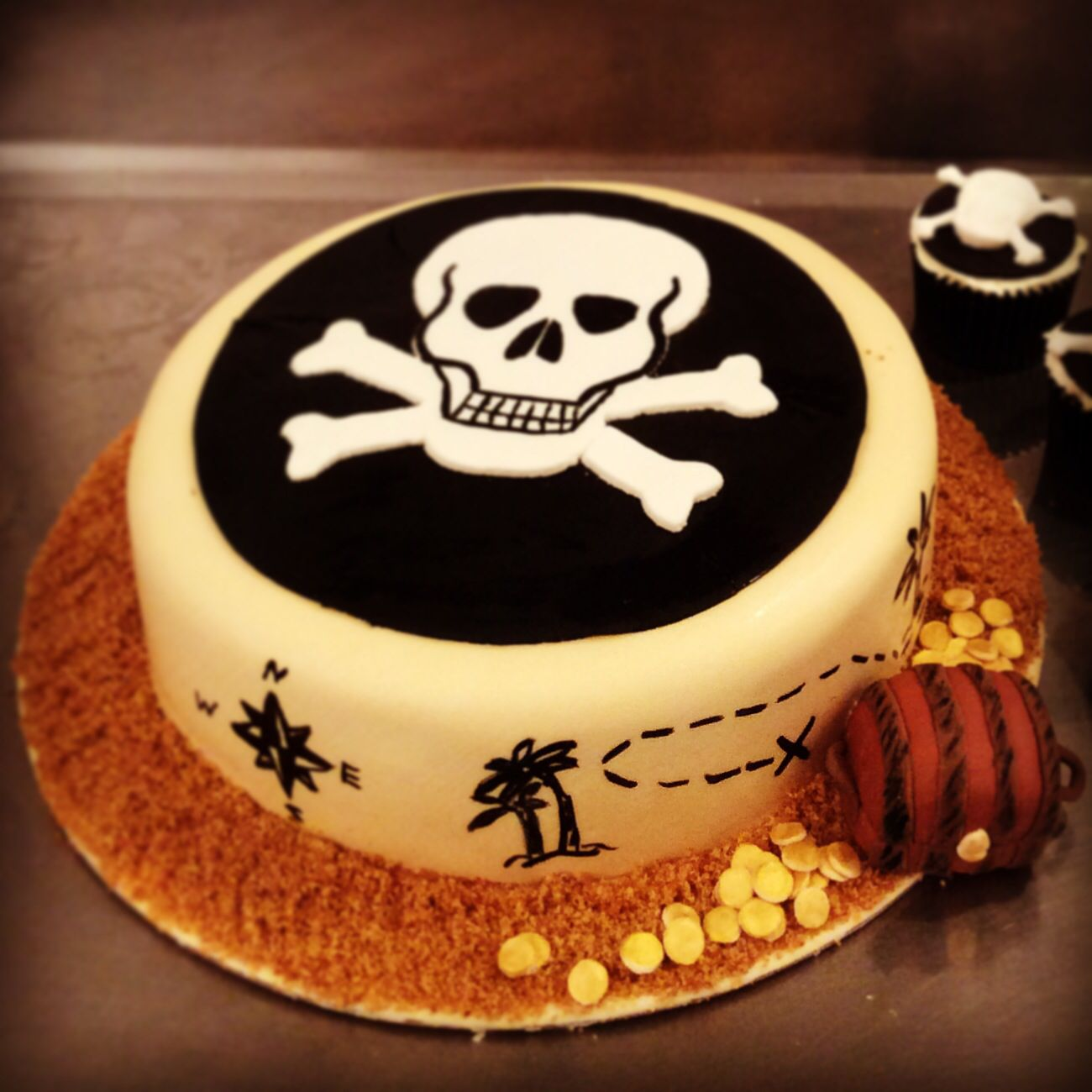 Pirate birthday cake by Synie's Paris, www.synies.com