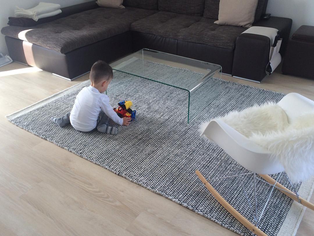 Der Teppich ist daaaaa!!! What do you mean? Stinkt zwar noch seeehr ...