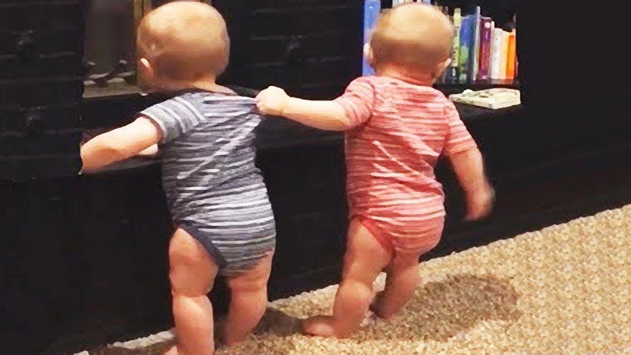 المرح وفشل الأشقاء الطفل اللعب معا Winsfails فيديو مضحك للأطفال تجميع Funny Babies Twin Babies Funny Baby Gif