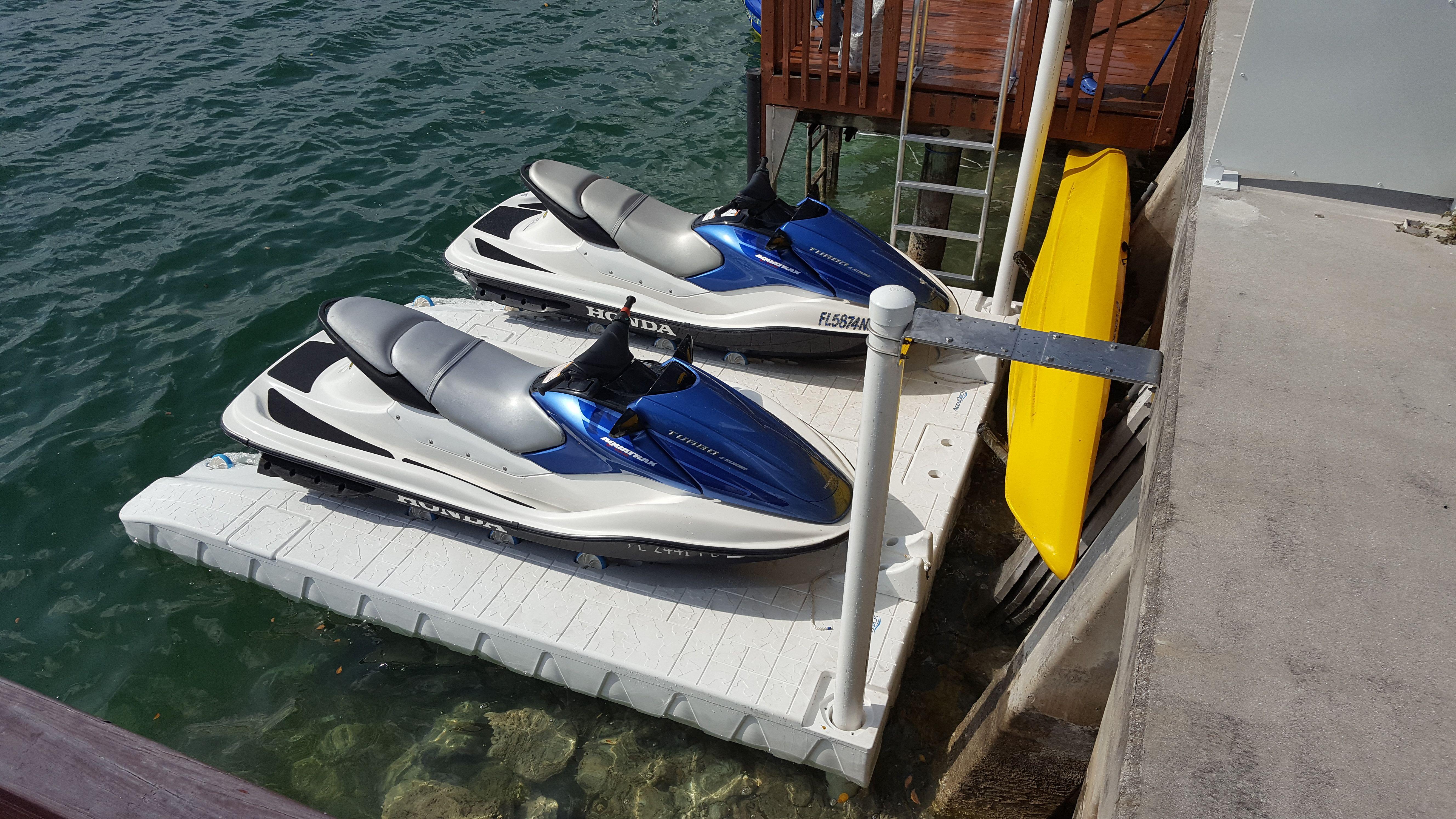 Accuport Pwc Jet Ski Dock In 2020 Jet Ski Dock Floating Dock