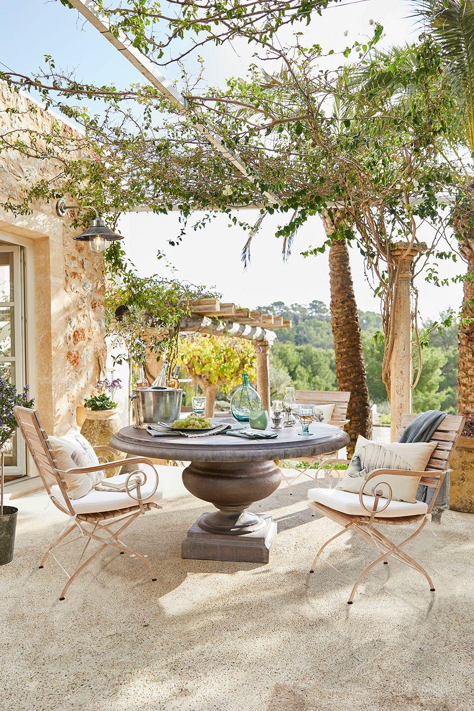 Romantische Sitzgruppe Im Landhausstil Loberon Coming Home Italienischer Garten Landhausstil Garten