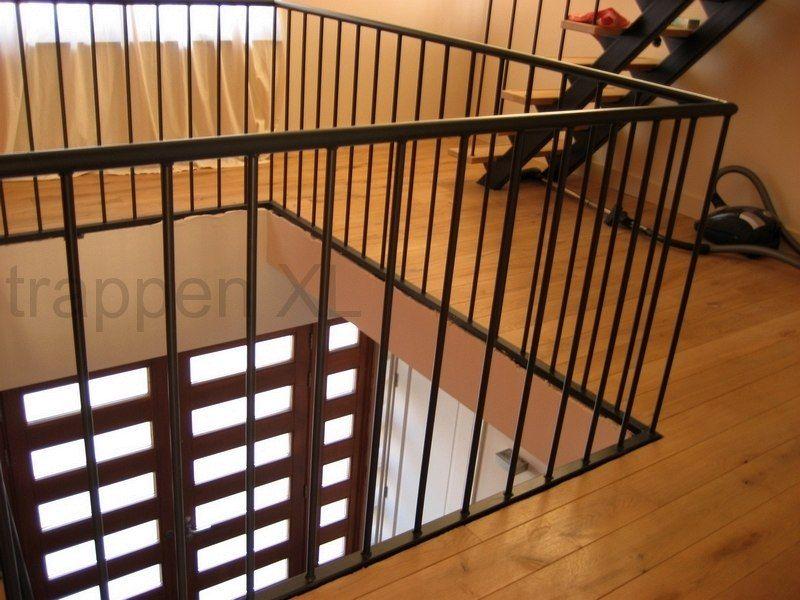 Geheel stalen hekwerk om het trapgat balustraden pinterest attic and house - Redo houten trap ...