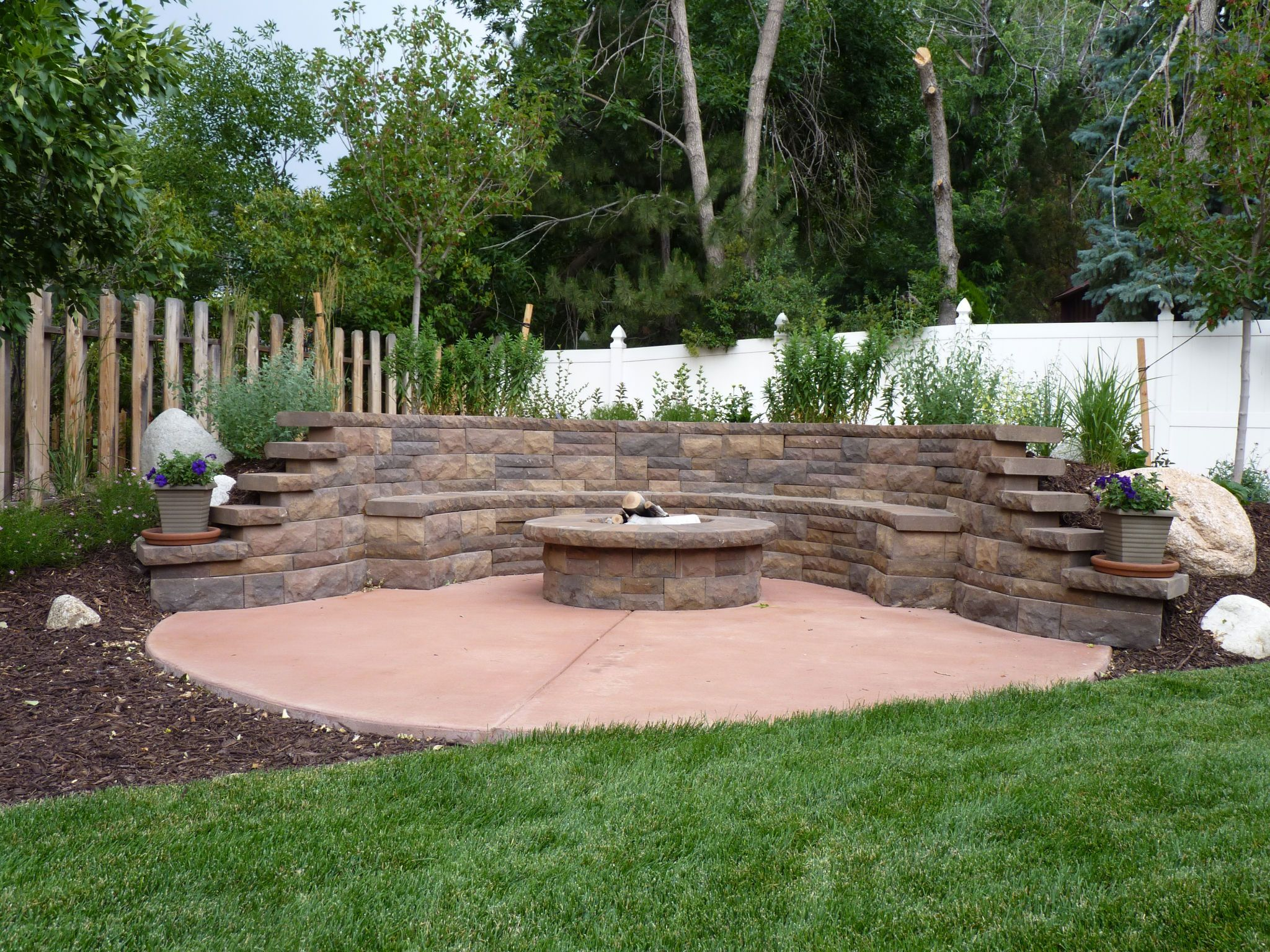 Retaining Wall Seating Beyond The Grid Landscaping Paver Retaining Wall Seating And Gas