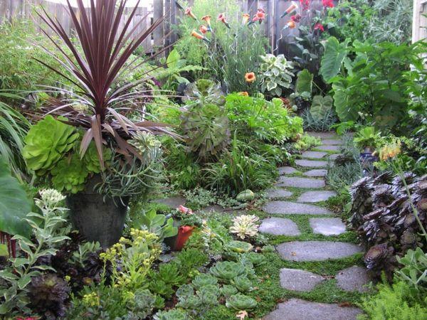 Schicke Gartenwege aus Naturstein oder Zement für den Garten - garten mit natursteinen gestalten