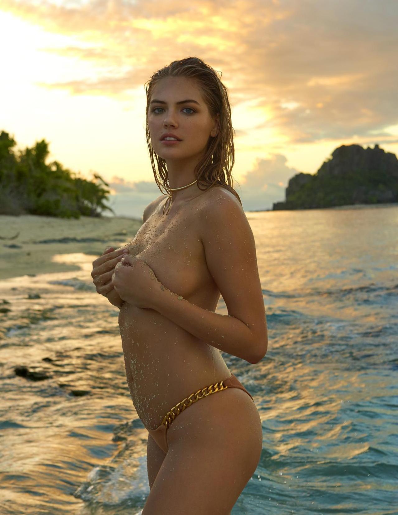 Model Milf Bikini Streifen und spielen