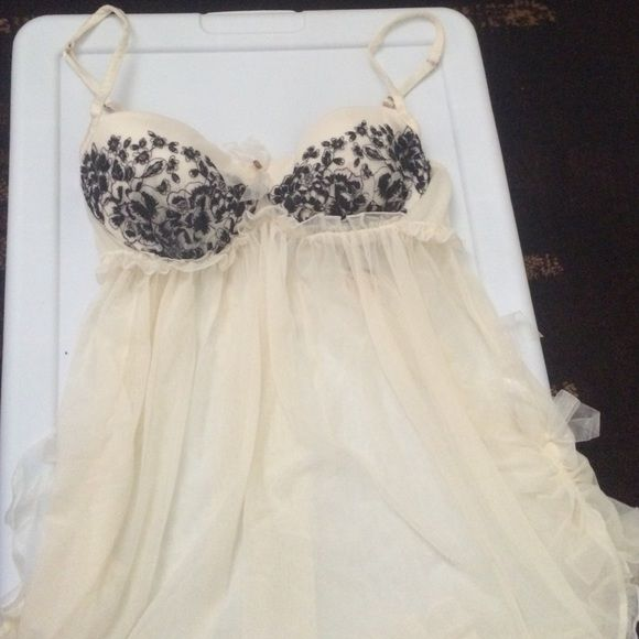34C Victoria's Secret Lingerie NWT 34C Victoria's Secret Lingerie NWT Victoria's Secret Intimates & Sleepwear