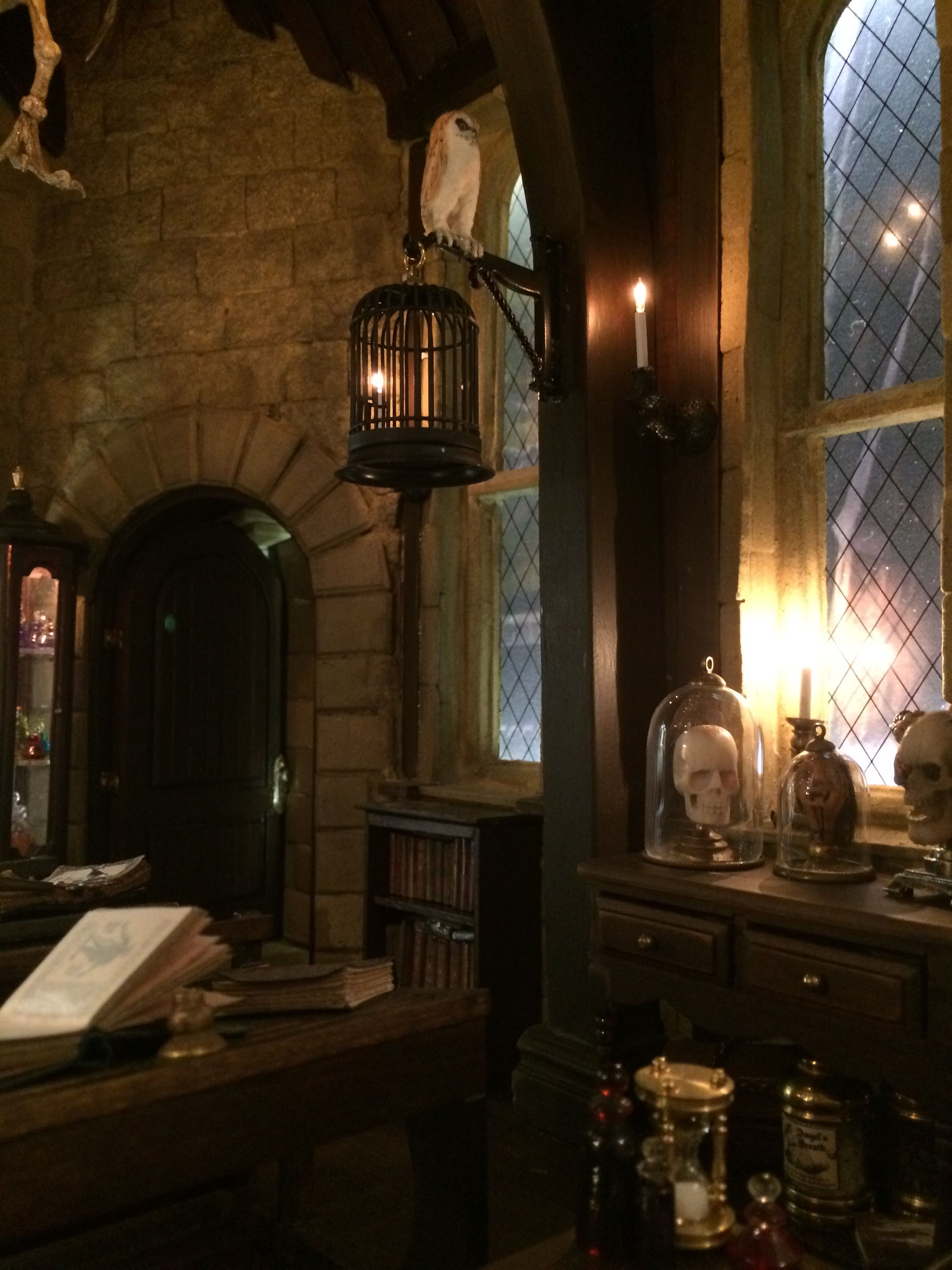 Harry Potter Defence Against The Dark Arts Classroom Harry Potter Aesthetic Hogwarts Aesthetic Harry Potter Pictures